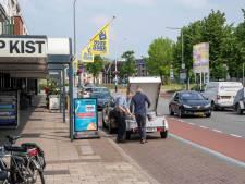 Hardenberg verlengt proef met blauwe parkeerzone langs winkels Europaweg