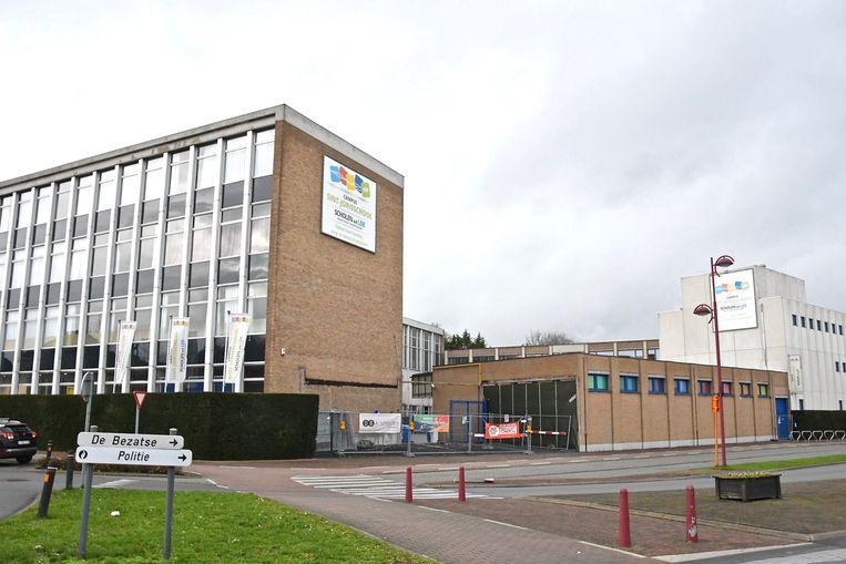 In de Sint-Jorisschool in Menen maakte een scholier van het eerste middelbaar een val van twee verdiepingen.