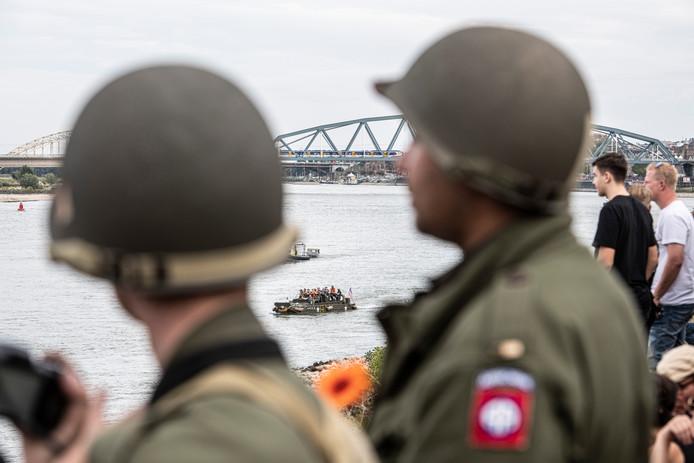 Amfibievoertuigen maakten in september de oversteek over de Waal, toen ter herdenking van operatie Market Garden 75 jaar geleden.