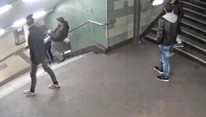 Grâce à ces images, la police allemande espère retrouver l'individu le plus rapidement possible. Il sera poursuivi pour coups et blessures.