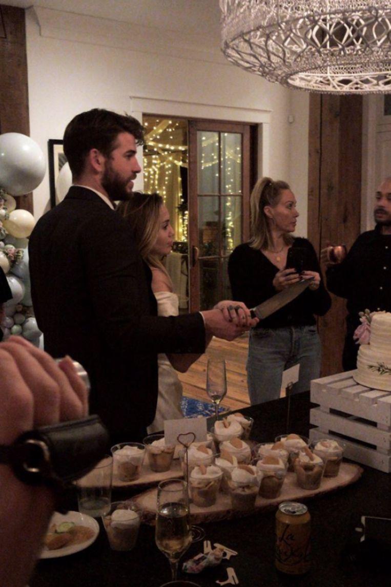 Liam Hemsworth en Miley Cyrus op een foto van een gemeenschappelijke vriend.