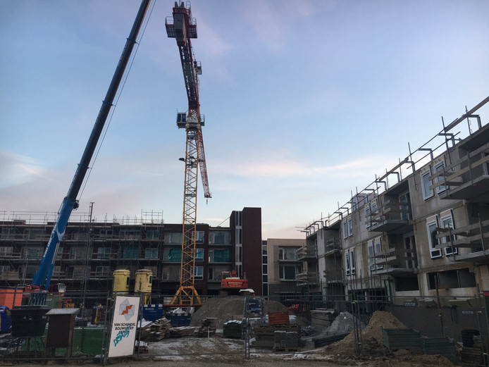 De bouw van de nieuwe woningen en winkels aan de Heezerweg, onder de titel Boulevard Zuid, gaat zijn laatste fase in. Vrijdag 6 januari werd de kraan afgebroken die dienst deed voor de hoogbouw.