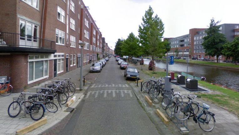 Stadsdeel West wil meer parkeerruimte creëren. Beeld Street View