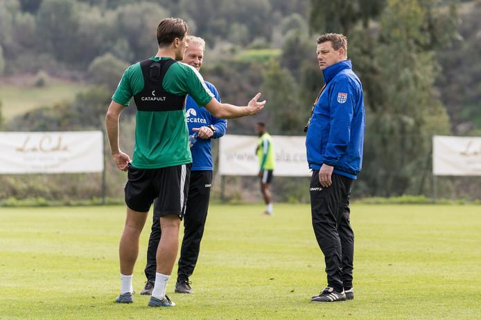 Gaat PEC Zwolle de gewenste defensieve stabiliteit vinden met het nieuwe 5-3-2-systeem? Thomas Lam en Etiënne Reijnen kunnen het weten.