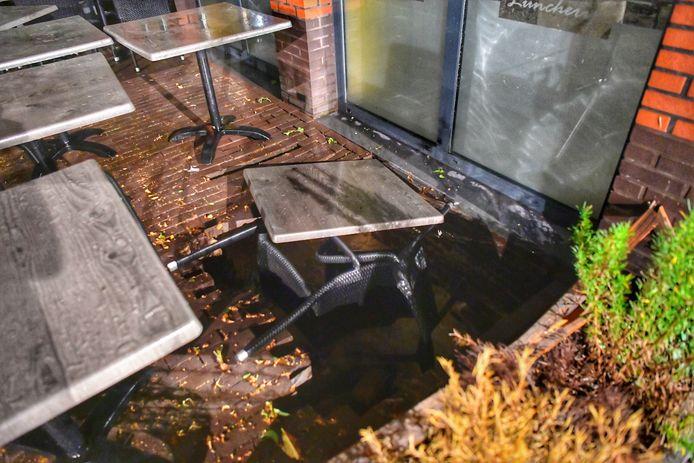 De sinkholes slokten complete tuinmeubels op aan de Kerverij.