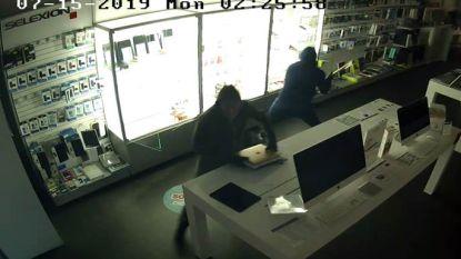 VIDEO. Inbrekers gebruiken bruut geweld in computerwinkel, maar laten buit achter tijdens vlucht