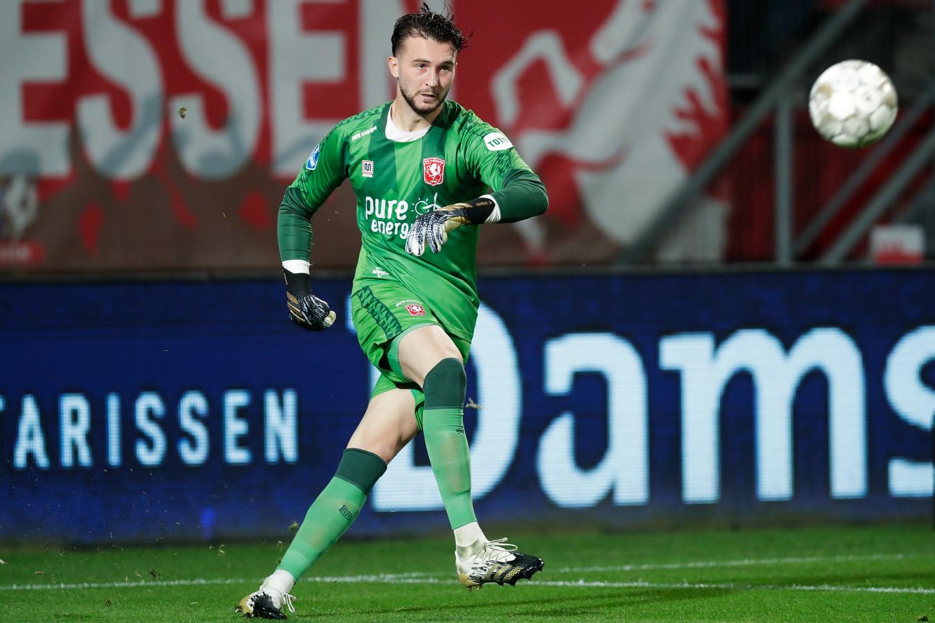 Joël Drommel heeft een uitstekende traptechniek. Het is de erfenis van zijn periode als middenvelder bij Almere City.
