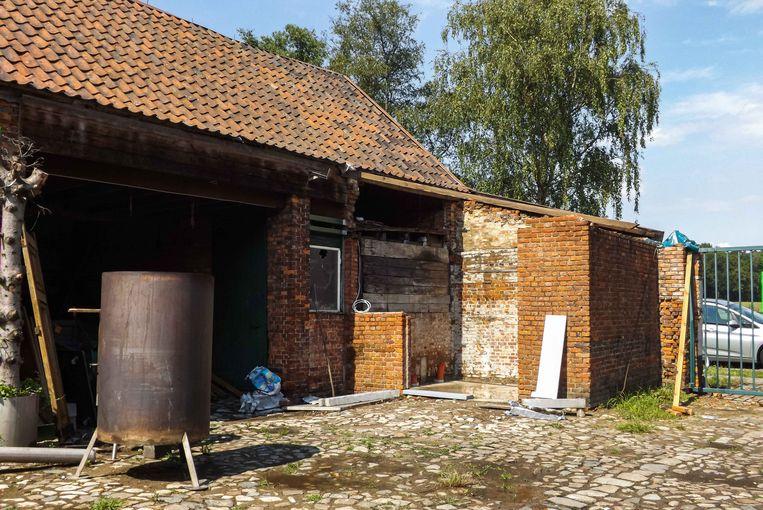 De vzw is volop bezig met de bouw van een sanitair blok.