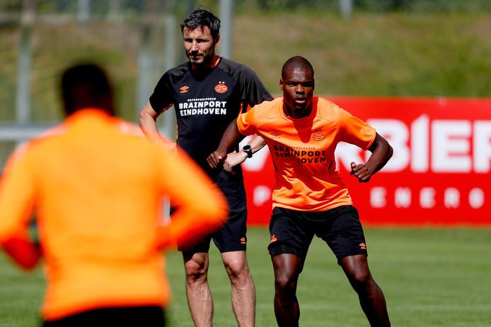 Vrijdagavond zullen oud-international Mark van Bommel en huidig Oranje-speler Denzel Dumfries Oosterhout bezoeken.
