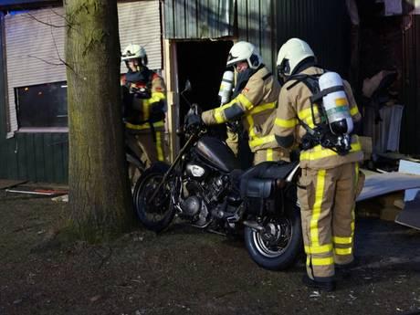 Oude motoren in vlammen op bij schuurbrand in Terborg