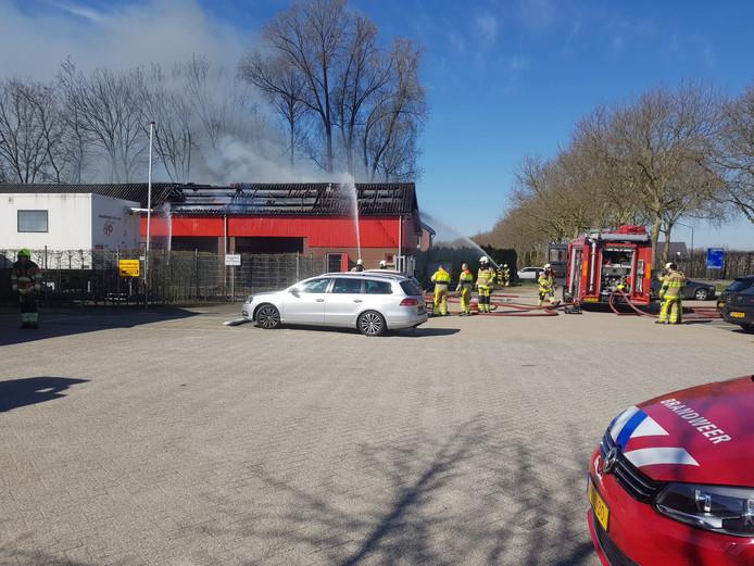 De brandweer in actie in Beuningen.