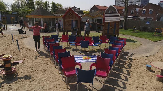 In Lammerenburcht gebruikten ze stoelen om een hart te vormen.