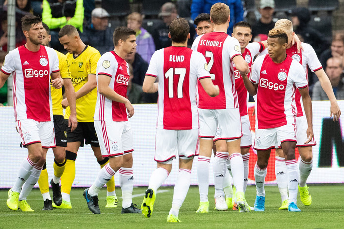 2019-08-17 20:04:08 Klaas Jan Huntelaar of Ajax, Razvan Marin of Ajax, Daley Blind of Ajax, Perr Schuurs of Ajax, Dusan Tadic of Ajax, David Neres of Ajax during the Dutch Eredivisie match between VVV Venlo and Ajax Amsterdam at Covebo stadium De Koel on August 17, 2019 in Venlo, The Netherlands ANP/VI IMAGES