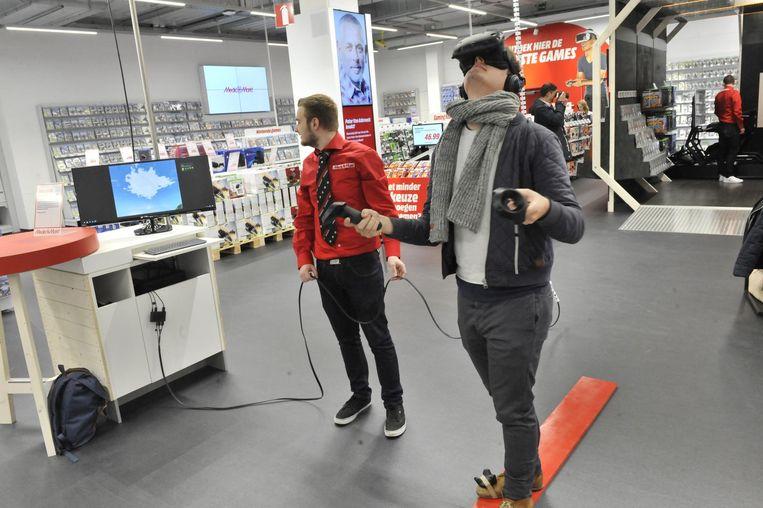 Onze journalist test een virtual realityspel uit.