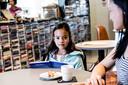 De Bibliotheek Eindhoven wordt veel bezocht door expat-moeders en hun kinderen.