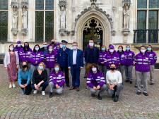 """Stad huldigt mannen en vrouwen in paars uniform: """"Gemeenschapswachten beleven lastige periode"""""""