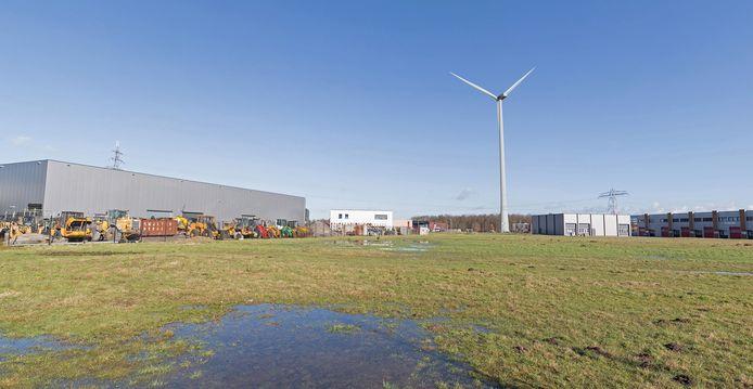 Impressie van de maximaal 140 meter hoge windmolen op bedrijventerrein Zenkeldamshoek langs de N347 bij Goor.
