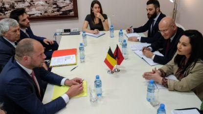 """Francken tegen Albanezen: """"Kom uw geld uitgeven op de Louisalaan, maar vraag geen asiel aan"""""""