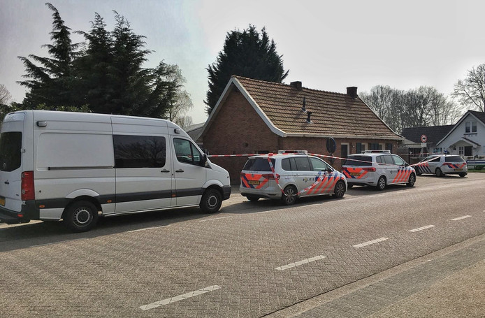 Zaterdagmiddag werd in een woning aan het Putsmolentje een dode vrouw gevonden. In de woning werd een man aangehouden.