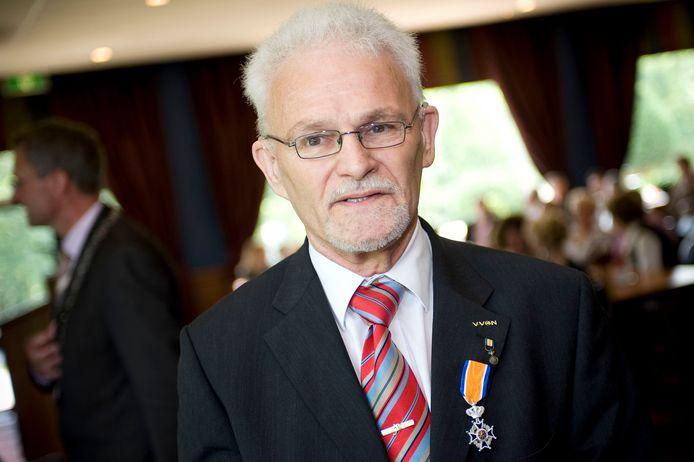 Nico de Frel kreeg in 2008 voor zijn tomeloze inzet voor met name de voetbalsport een Koninklijke Onderscheiding.