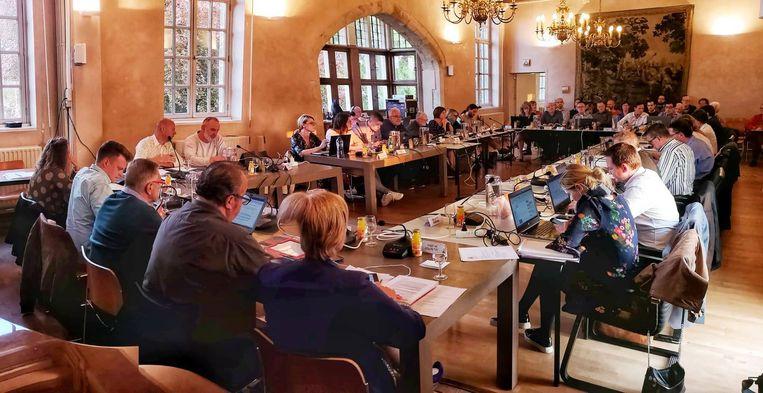 Het stadsbestuur gaat twee gemeenteraadscommissies oprichten.