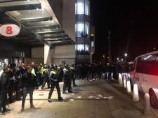 Woedende PSV-supporters bestormen ingang Philips Stadion, ME grijpt in
