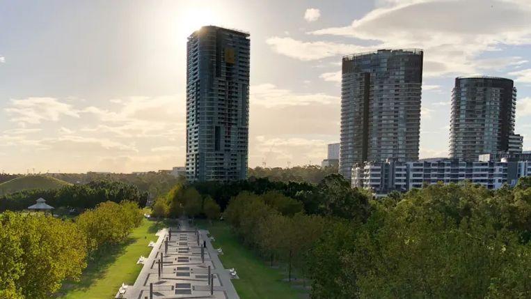 De Opal Tower ging afgelopen augustus nog maar open. In het gebouw zijn onder andere een crèche, handelsruimtes en bijna 400 appartementen gevestigd.