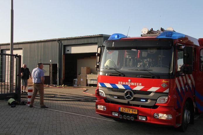 De brand is uitgebroken in het kozijn van een bedrijfsverzamelgebouw.