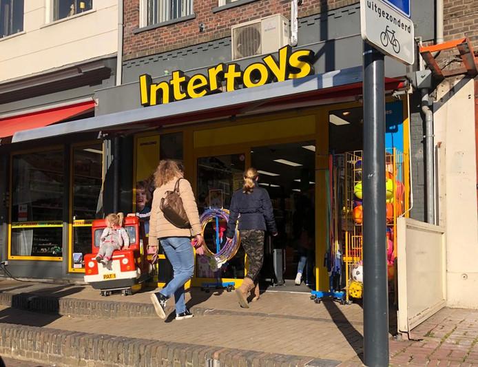 De familie Van Dalen, die al 34 jaar de Intertoys speelgoedwinkel in Zaltbommel (foto) runt, heeft nu ook een winkel in de binnenstad van Den Bosch.