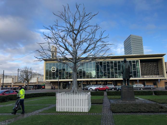De renovatie van station Eindhoven heeft de Van Abbeprijs 2018 gekregen van de Henri van Abbestichting.