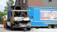 Marktkramer ziet kippenkraam uitbranden voor zijn deur