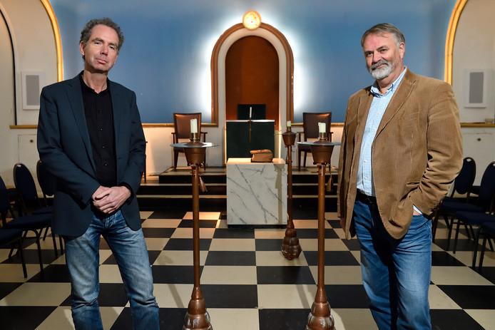 Hans ten Voorde (links) enErnst Jan Reitsma in de werkplaats.