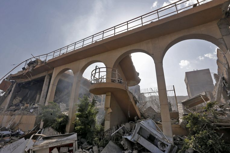 Restanten van het gebombardeerde onderzoekscentrum. Beeld AFP