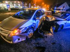 Auto's tegen elkaar gebotst op Liesselseweg in Deurne