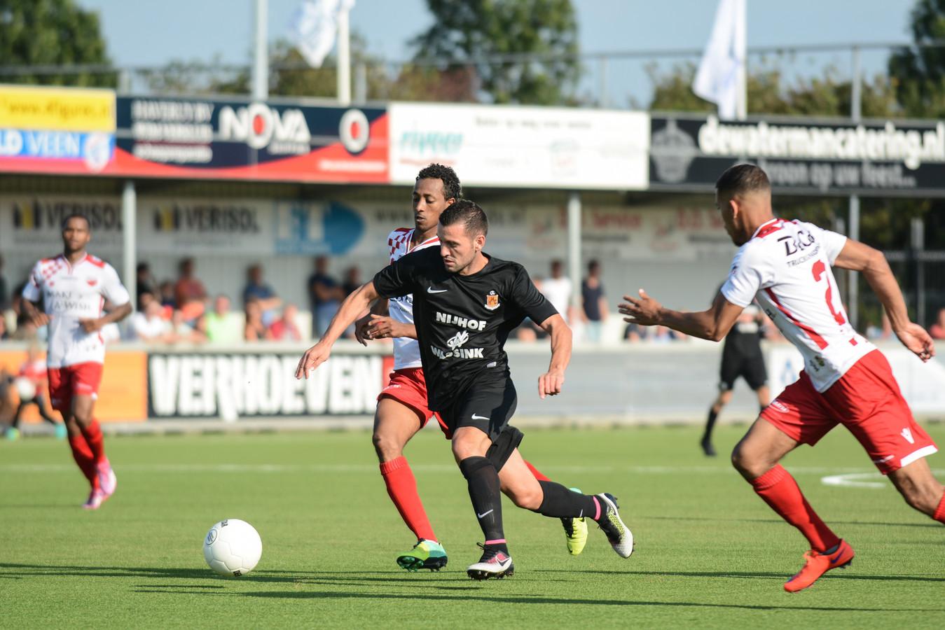 Shkodran Metaj staat zaterdag met HHC voor de uitwedstrijd bij Kozakken Boys, de nieuwe club van Royston Drenthe.