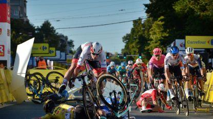 Dramatische aankomst in Ronde van Polen: Jakobsen gaat hard tegen de grond aan finishlijn, toestand ernstig