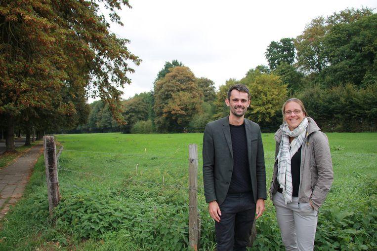 Lijsttrekker Van Laer en schepen Van der Spiegel aan Mussenburg, één van de groene ruimtes die Groen wil beschermen.