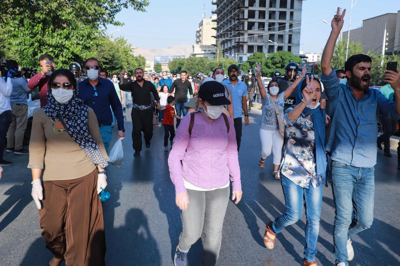 Iraakse Koerden protesteren tegen de Turkse bombardementen in Noord-Irak. Beeld AFP