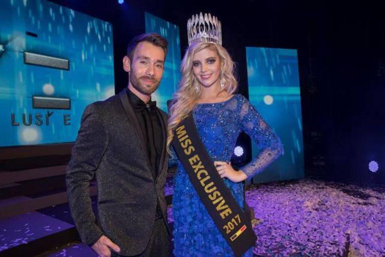 'Miss Exclusive'-organisator Ken Stevens, hier met winnares uit 2017  Shania Labeye.