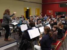 Dirigentenwedstrijd in Cuijk met een maestro die geen noot leest