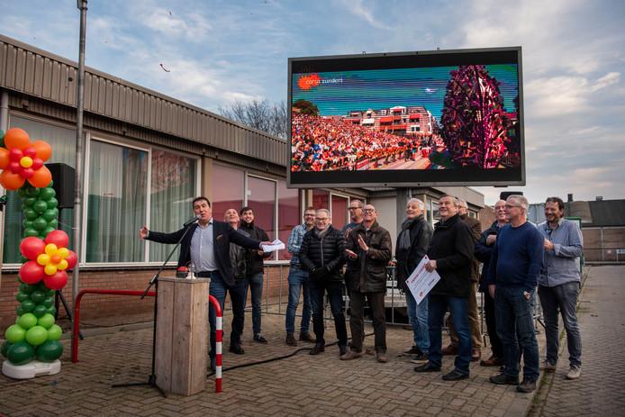 Opening nieuwe Corsocentrum in Zundert aan de Industrieweg met de bouwploeg die in het zonnetje wordt gezet.
