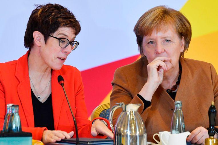 Annegret Kramp-Karrenbauer en Angela Merkel.