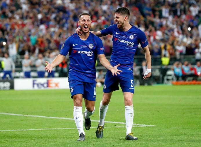 Eden Hazard viert de 4-1 met Jorginho.