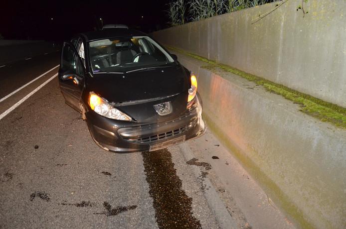 De auto na het ongeluk in Zutphen
