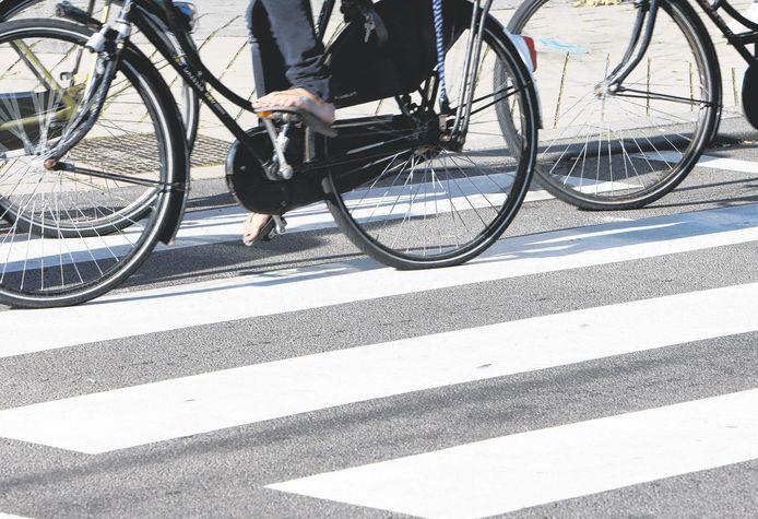 Oversteekplaatsen voor fietsers en voetgangers zijn in Almelo soms erg slecht verlicht.