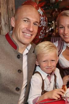 Bayern-spelers (en partners) vieren Oktoberfest