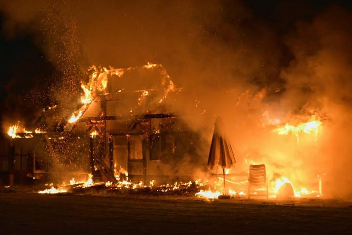 De villa aan de Hilvarenbeekseweg in Tilburg is totaal verwoest.