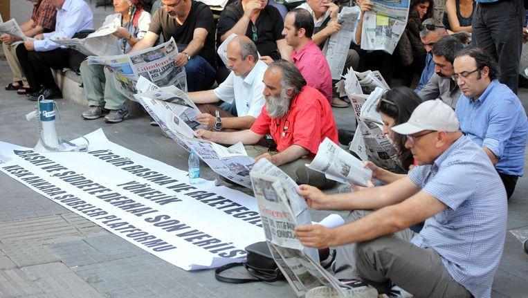 Turkse journalisten protesteerden al voor de coup tegen arrestaties van hun collega's Beeld afp