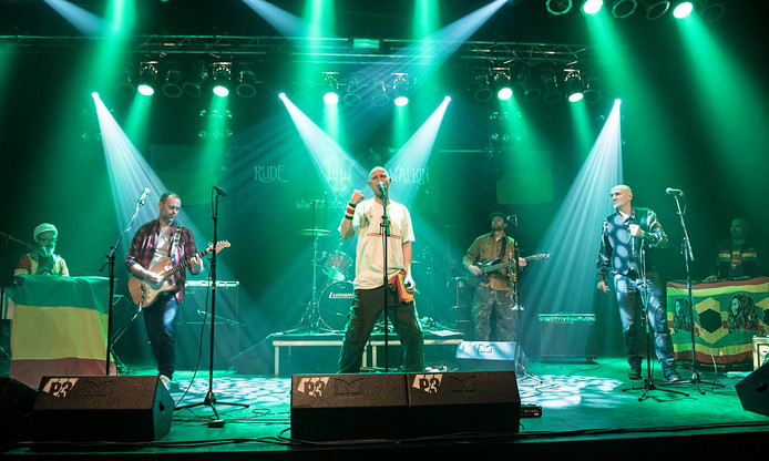 De band Rude Walkin op een van de vorige edities van het Brazilië festival.