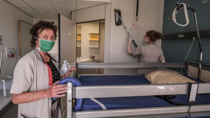 """Diensthoofd Schoonmaak Lut Ganne over werken als onderhoudsmedewerker op de corona-afdeling van het Ieperse Jan Yperman Ziekenhuis: """"We worden soms een beetje vergeten, maar zonder ons kan het zorgpersoneel zijn werk niet doen"""""""